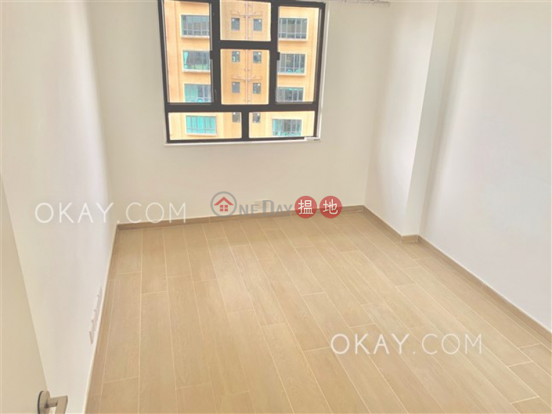 HK$ 62,000/ month Realty Gardens, Western District | Efficient 2 bed on high floor with sea views & balcony | Rental