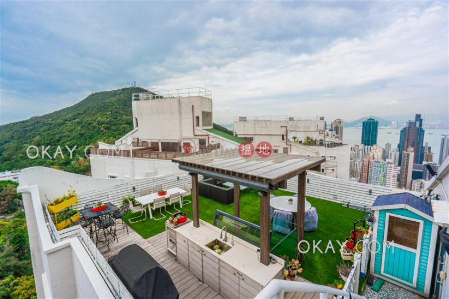 Luxurious 3 bed on high floor with rooftop & parking | For Sale | Y. Y. Mansions block A-D 裕仁大廈A-D座 Sales Listings