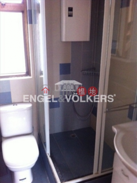 HK$ 30,000/ month Woodlands Terrace, Western District, 3 Bedroom Family Flat for Rent in Mid Levels West