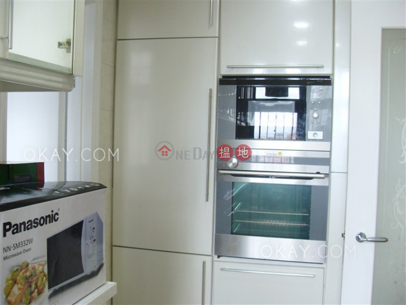 HK$ 52,000/ month Robinson Place, Western District Charming 3 bedroom in Mid-levels West | Rental