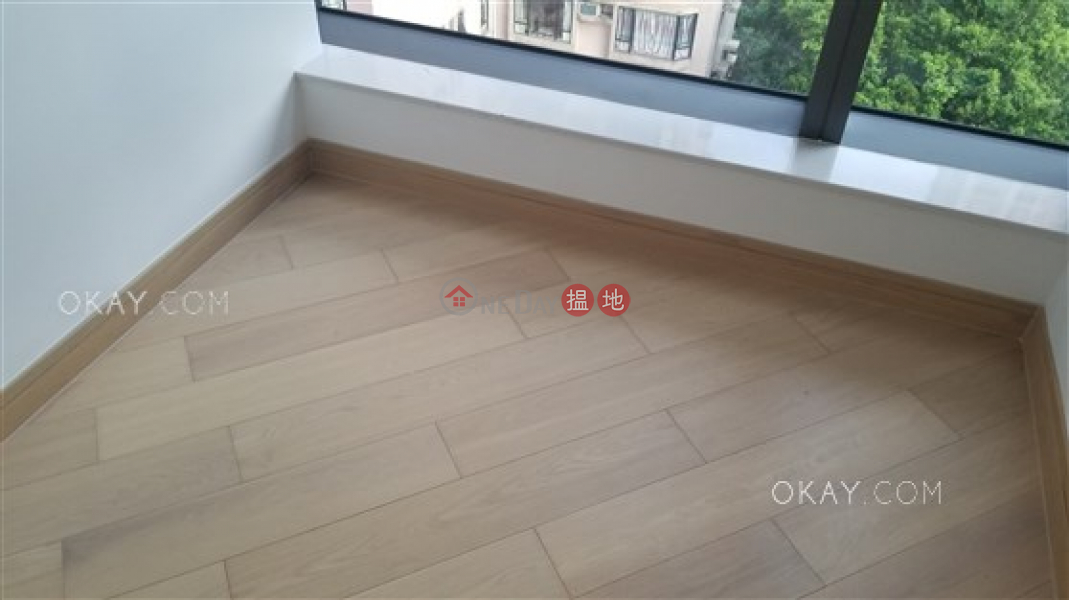 HK$ 13M | Jones Hive Wan Chai District | Charming 2 bedroom with balcony | For Sale