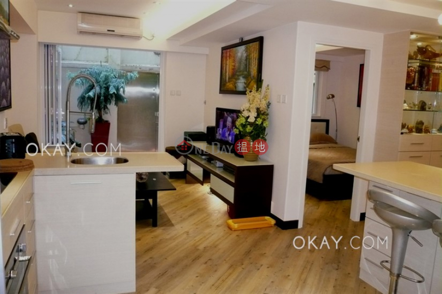 Luxurious 2 bedroom in Mid-levels West | For Sale | 45 Seymour Road 西摩道45號 Sales Listings