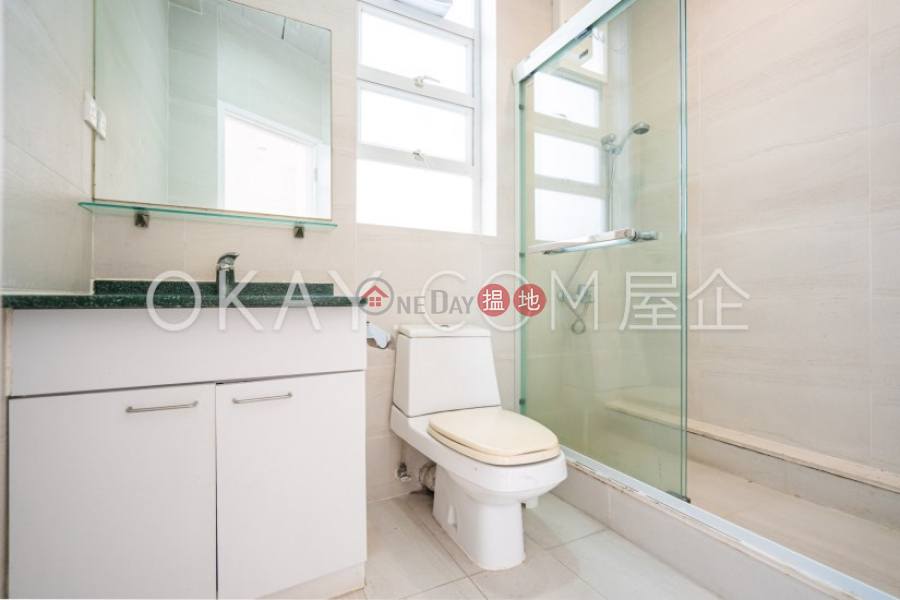 Efficient 2 bedroom with sea views, balcony   For Sale   98 Repulse Bay Road 淺水灣道98號 Sales Listings