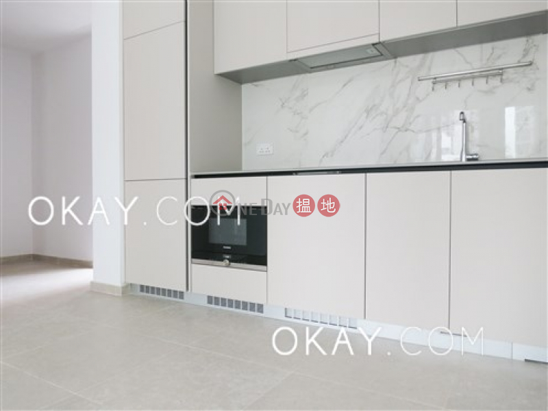 HK$ 41,600/ month, Resiglow Pokfulam | Western District | Tasteful 2 bedroom with balcony | Rental