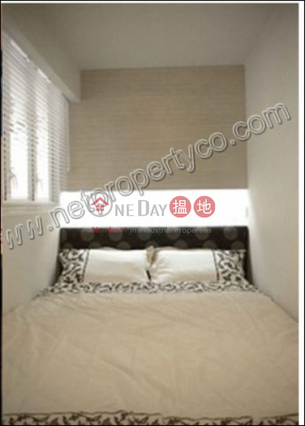 Apartment for Rent with Balcony 70\', Wah Koon Building 華冠大廈 Rental Listings | Western District (A036177)