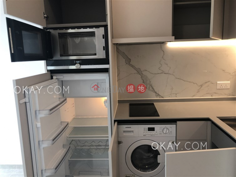 HK$ 29,300/ month | Resiglow Pokfulam Western District | Tasteful 1 bedroom on high floor with balcony | Rental