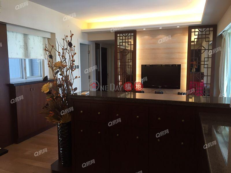 HK$ 48,000/ month Centrestage, Central District Centrestage | 3 bedroom Mid Floor Flat for Rent