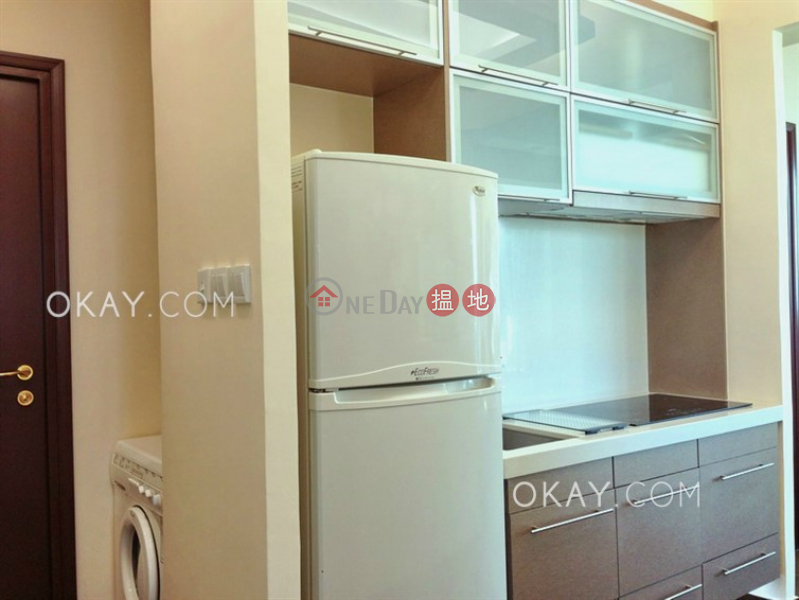 Gorgeous 2 bedroom with balcony | For Sale | 2 Park Road 柏道2號 Sales Listings