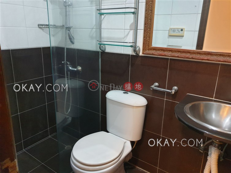 HK$ 33,000/ month Palm Court Wan Chai District, Lovely 2 bedroom with parking | Rental