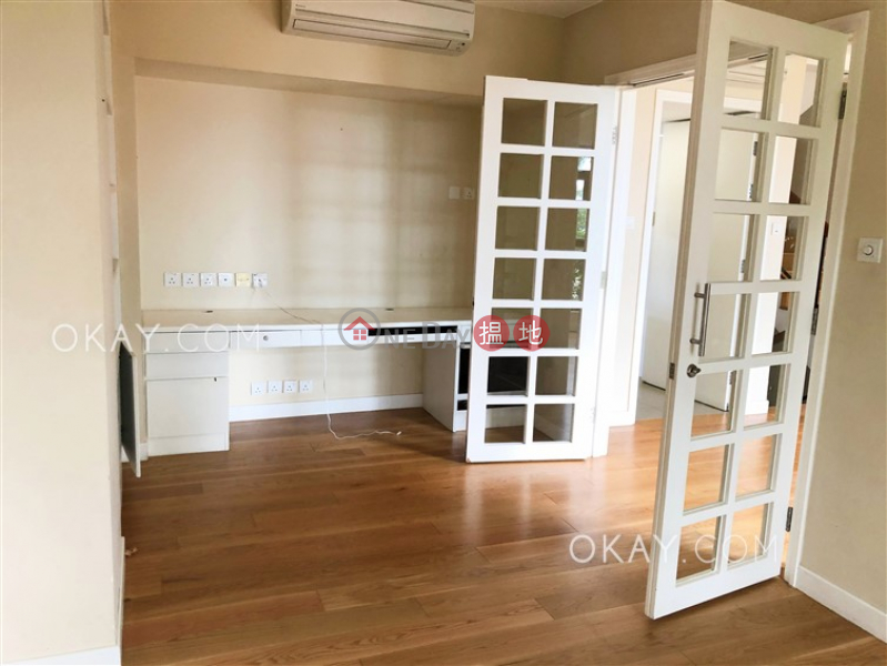 Exquisite house with parking | Rental, Strawberry Hill 紅梅閣 Rental Listings | Central District (OKAY-R294152)