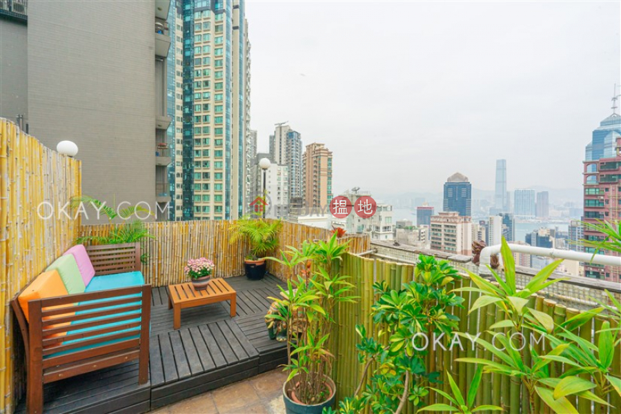 HK$ 18M Sherwood Court, Western District | Gorgeous 2 bed on high floor with harbour views | For Sale