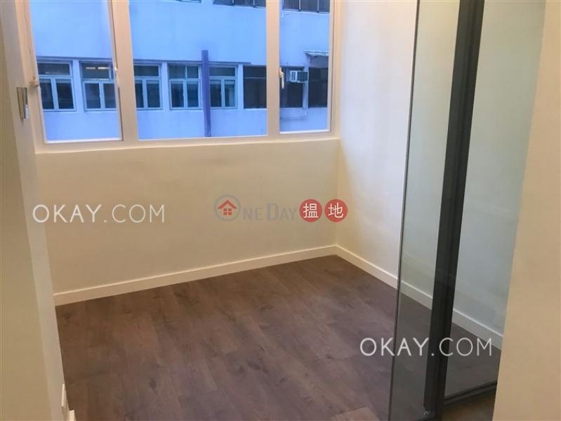 HK$ 26,000/ 月|擺花街48號-中區|2房1廁《擺花街48號出租單位》