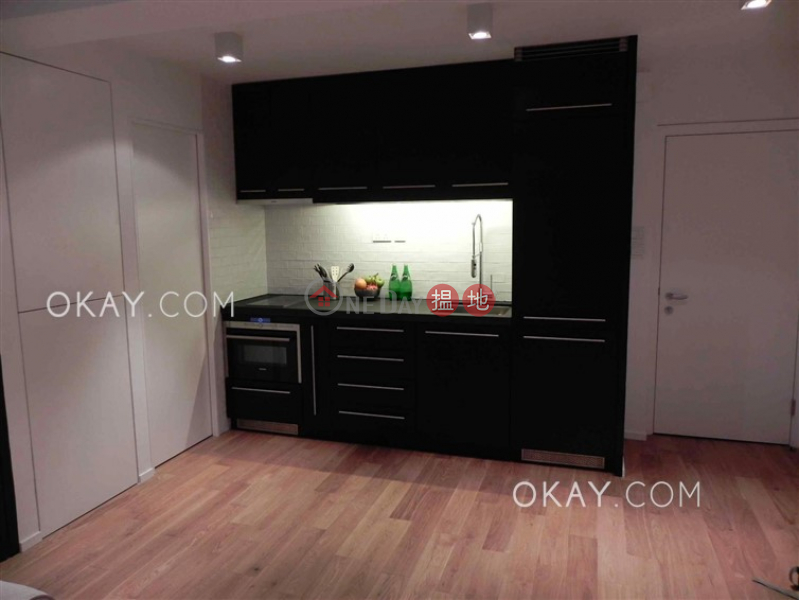 HK$ 9.2M, Kelford Mansion, Central District, Generous 1 bedroom in Sheung Wan   For Sale