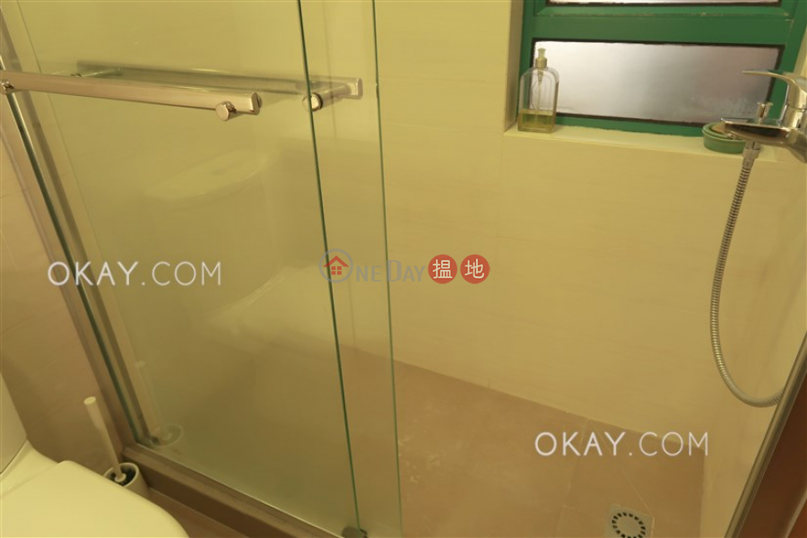 HK$ 35,000/ month, Hillsborough Court Central District, Tasteful 2 bedroom on high floor | Rental