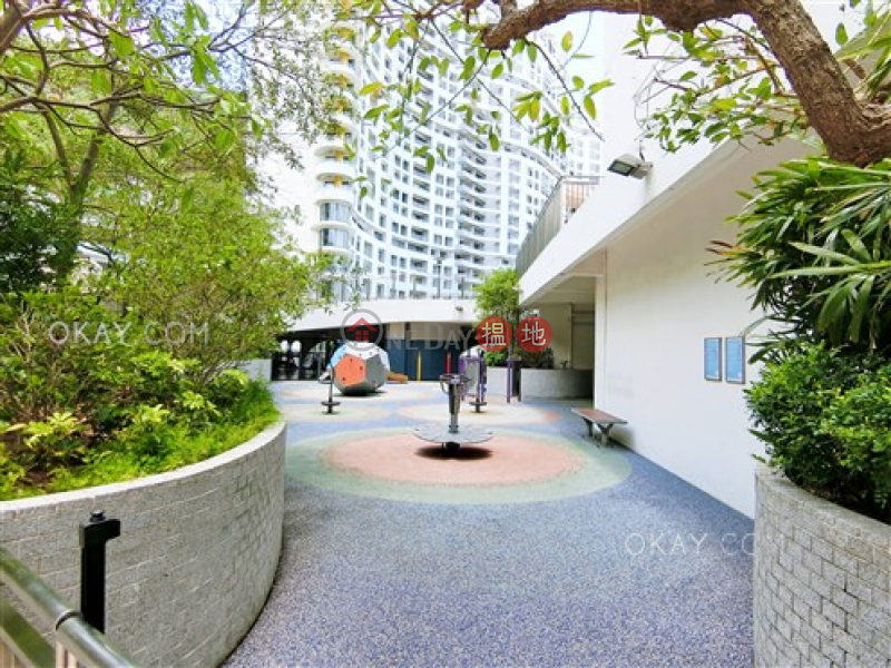 Efficient 4 bed on high floor with sea views & balcony | Rental | Repulse Bay Apartments 淺水灣花園大廈 Rental Listings