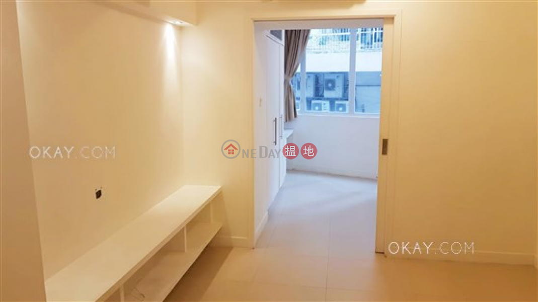 Practical 2 bedroom in Sheung Wan | Rental | 103-105 Jervois Street 蘇杭街103-105號 Rental Listings