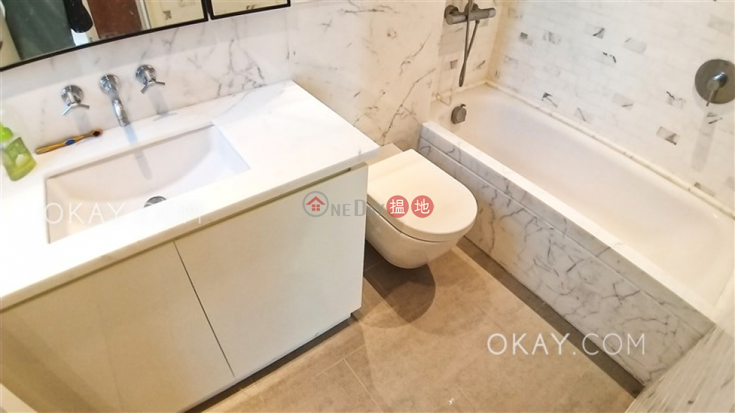 HK$ 40,000/ month, Resiglow | Wan Chai District | Luxurious 2 bedroom on high floor with balcony | Rental