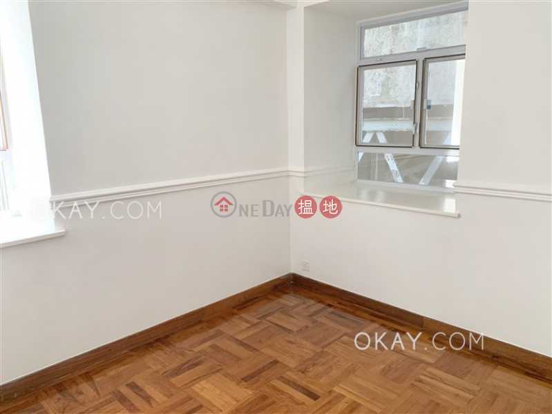 HK$ 112,800/ month, Orchid Valley   Southern District Beautiful house with parking   Rental