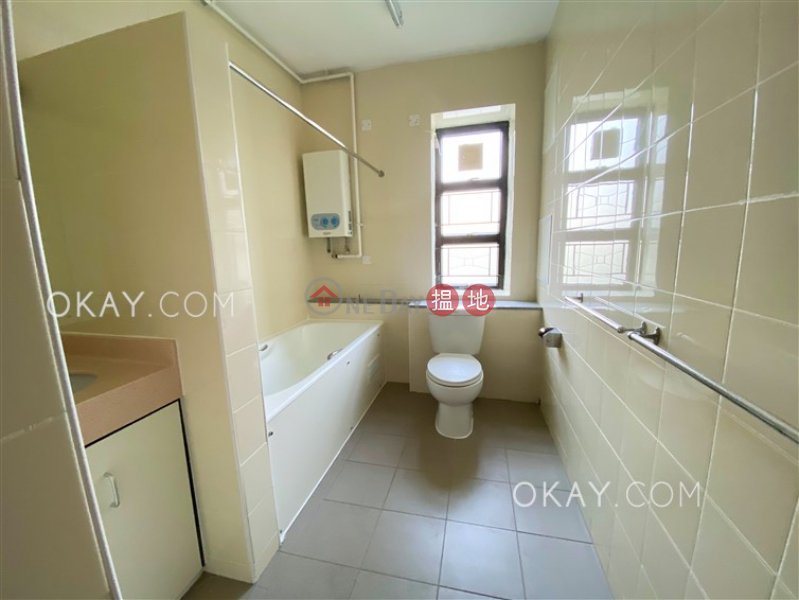 Charming 3 bedroom with balcony & parking | Rental | Wylie Court 衛理苑 Rental Listings