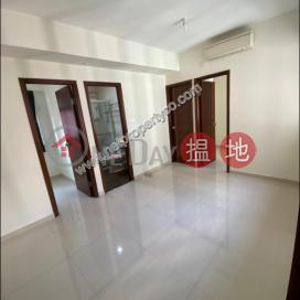 Trendy Location Bright Apartment