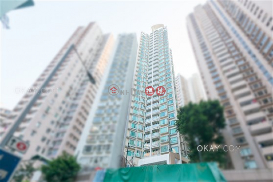 HK$ 34,000/ month | Reading Place, Western District, Rare 2 bedroom on high floor with terrace & balcony | Rental