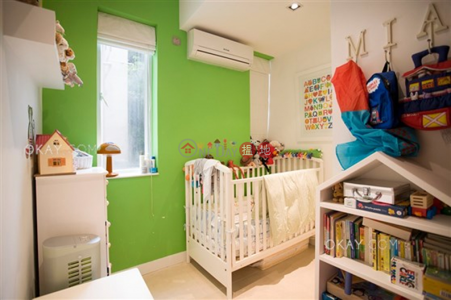 HK$ 18.5M | 27-29 Village Terrace Wan Chai District | Lovely 3 bedroom on high floor | For Sale