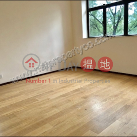 Newly renovated apartment with 1 car park for Rent