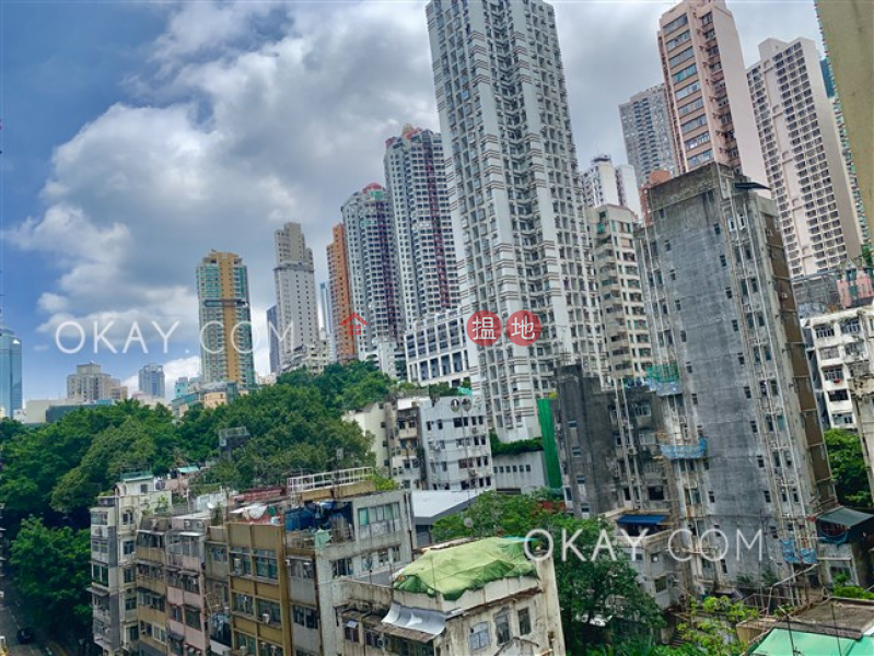 Practical 1 bedroom with balcony | For Sale | Greenery Crest, Block 2 碧濤軒 2座 Sales Listings
