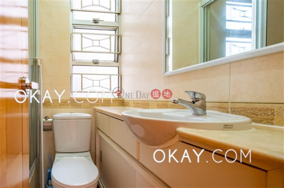 Lovely 2 bedroom in Mid-levels West | For Sale | Golden Phoenix Court 金鳳閣 Sales Listings
