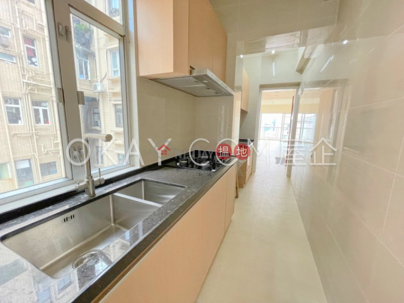 Stylish 2 bedroom with balcony & parking | Rental | Moon Fair Mansion 滿輝大廈 Rental Listings