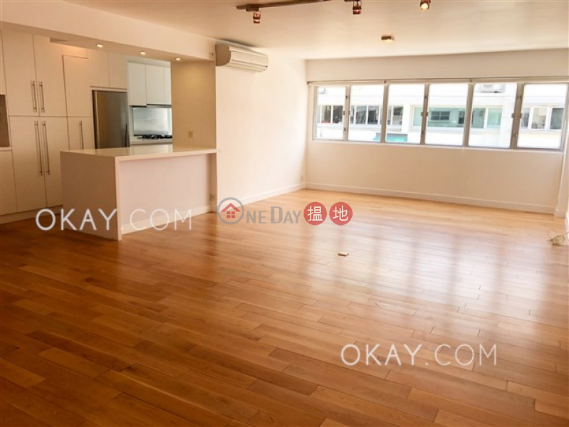 HK$ 35M, Parisian, Southern District | Efficient 3 bedroom with parking | For Sale