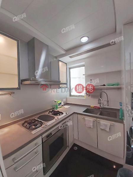HK$ 45,000/ month Tower 6 One Silversea   Yau Tsim Mong   Tower 6 One Silversea   3 bedroom Low Floor Flat for Rent