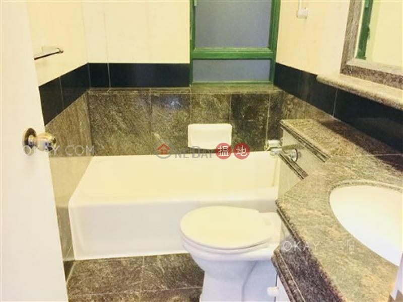 2房1廁,星級會所,連車位《曉峰閣出租單位》 曉峰閣(Hillsborough Court)出租樓盤 (OKAY-R25061)