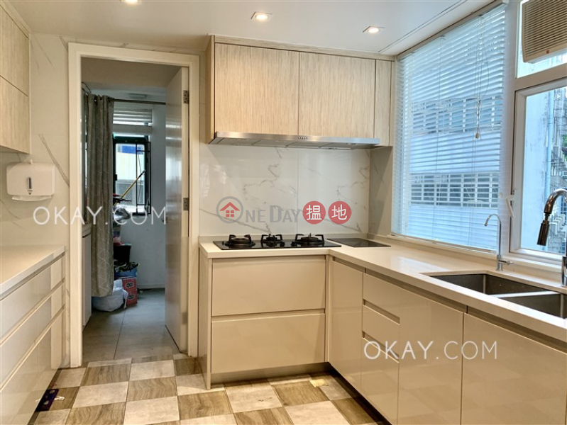 Efficient 3 bedroom with balcony & parking | Rental | Dragon Garden 龍園 Rental Listings