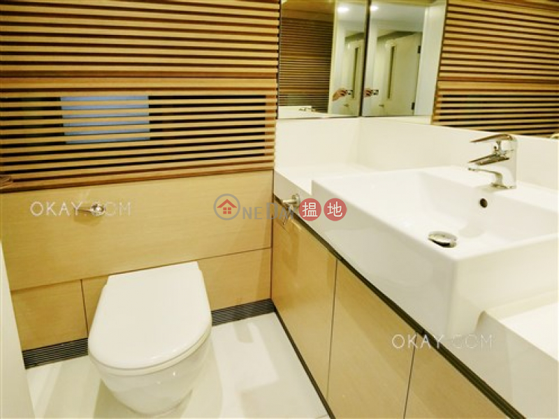 Elegant 2 bedroom with balcony | Rental, 108 Hollywood Road | Central District | Hong Kong Rental | HK$ 28,000/ month