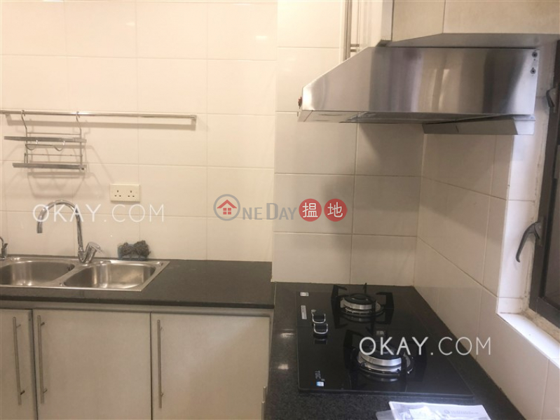 Efficient 3 bedroom with balcony & parking | Rental | Wing Hong Mansion 永康大廈 Rental Listings