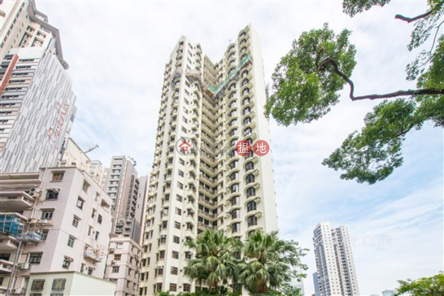 HK$ 68,000/ 月百年順大廈中區-4房3廁,實用率高,連車位《百年順大廈出租單位》
