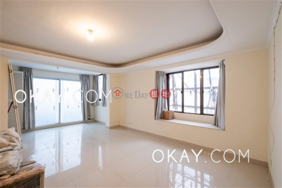 Charming 3 bedroom with harbour views & balcony | Rental | Victoria Centre Block 2 維多利中心 2座 Rental Listings