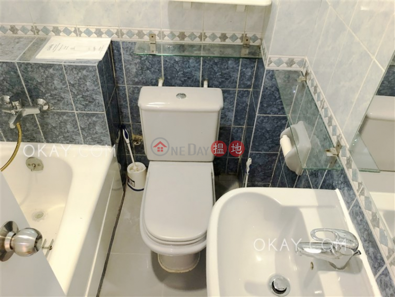 Nicely kept 3 bedroom with balcony & parking | For Sale | BEACON HILL COURT 龍景樓 Sales Listings