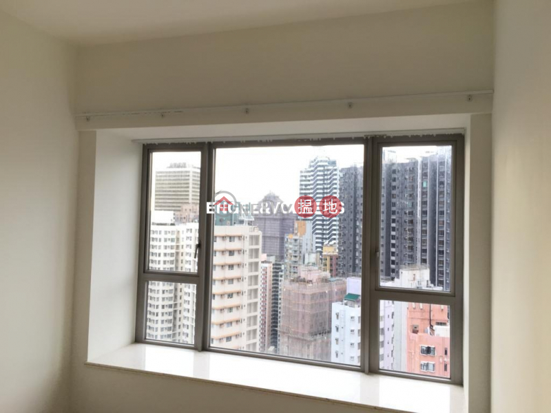 HK$ 60,000/ month The Summa Western District, 3 Bedroom Family Flat for Rent in Sai Ying Pun