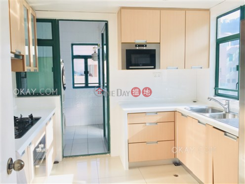HK$ 110,000/ month, Hillsborough Court | Central District | Rare 3 bed on high floor with harbour views & rooftop | Rental