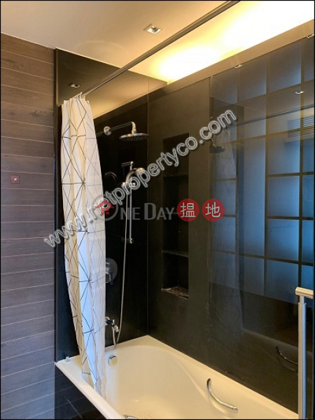 HK$ 28,000/ month J Residence Wan Chai District, 1-bedroom flat with balcony for rent in Wan Chai