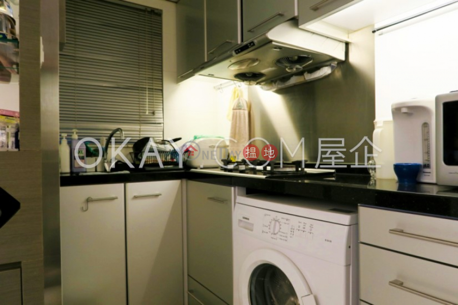 HK$ 30,000/ month, Paterson Building Wan Chai District | Stylish 3 bedroom with balcony | Rental