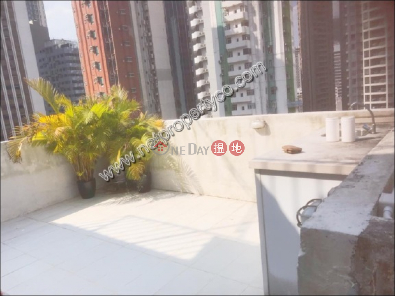 Penthouse with rooftop for sale in Wan Chai | Kin On Building 建安樓 Rental Listings