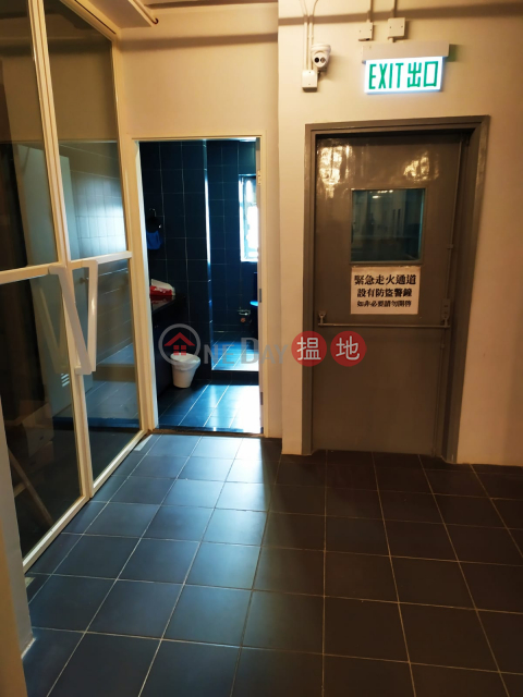 whole floor with 1100 sqft flat roof, many windows to catch sunshine Wah Chun Industrial Centre(Wah Chun Industrial Centre)Rental Listings (CRADL-7052315600)_0