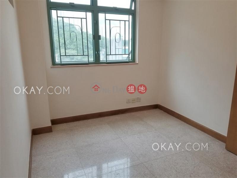 Cozy 2 bedroom on high floor with parking | Rental | MERLIN COURT 美輪閣 Rental Listings