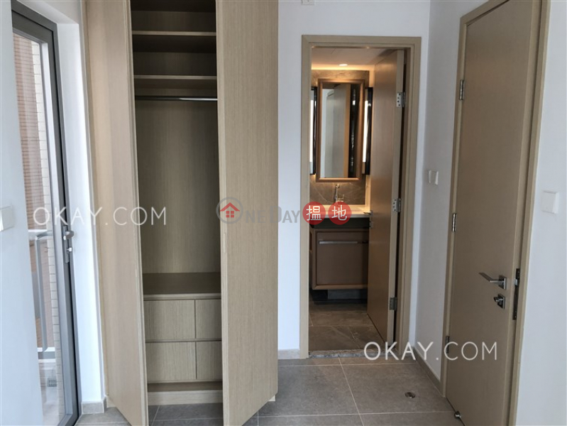 HK$ 27,600/ month, Resiglow Pokfulam | Western District, Popular 1 bedroom with balcony | Rental