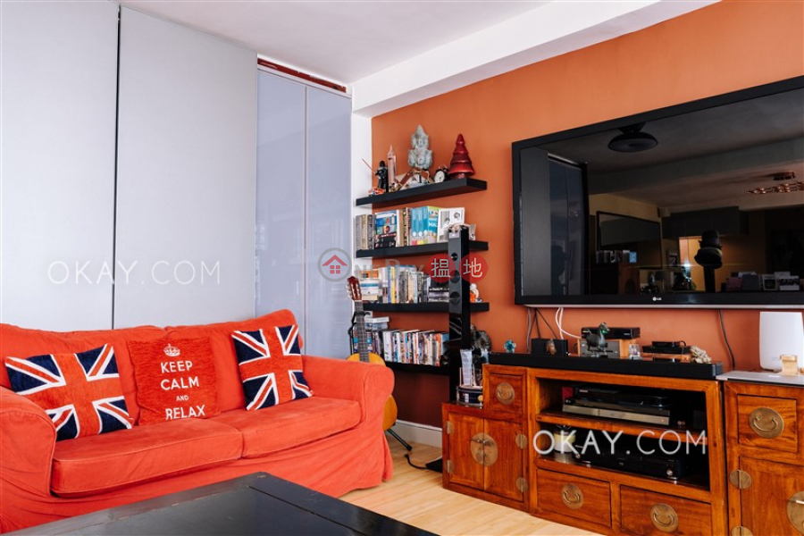 Efficient 2 bedroom with balcony & parking | For Sale | Block 5 Phoenix Court 鳳凰閣 5座 Sales Listings