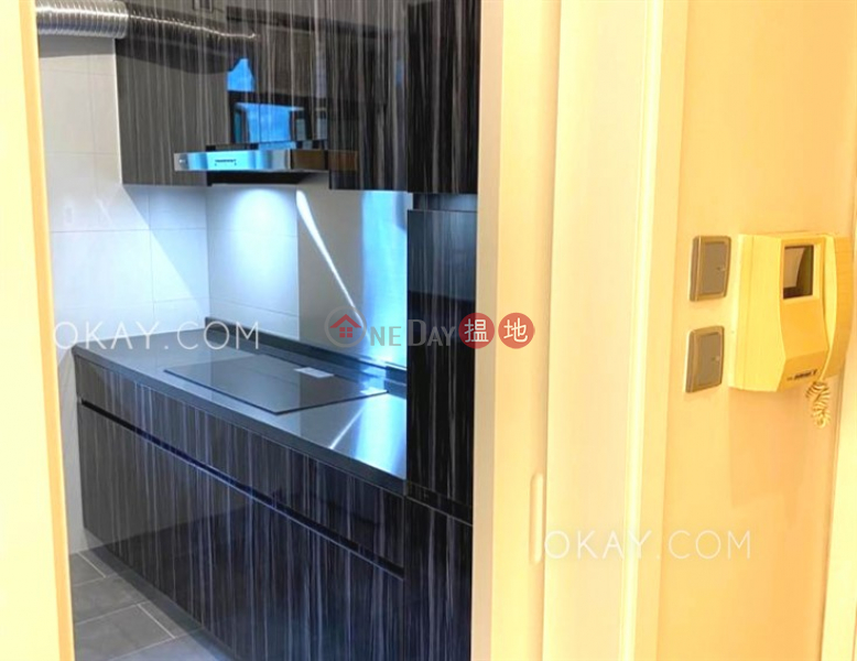 Rare 2 bedroom with parking | Rental, Hillsborough Court 曉峰閣 Rental Listings | Central District (OKAY-R54751)