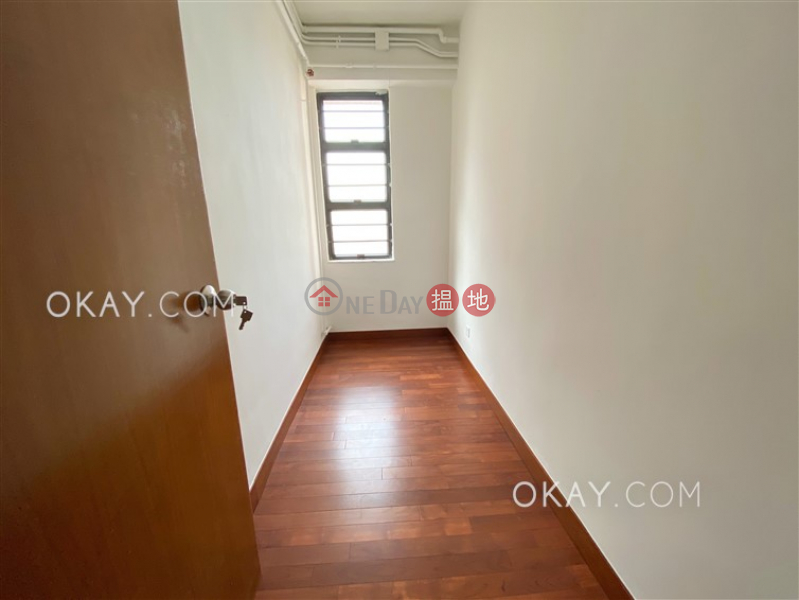 Gorgeous 3 bedroom on high floor with balcony & parking   Rental   Wylie Court 衛理苑 Rental Listings